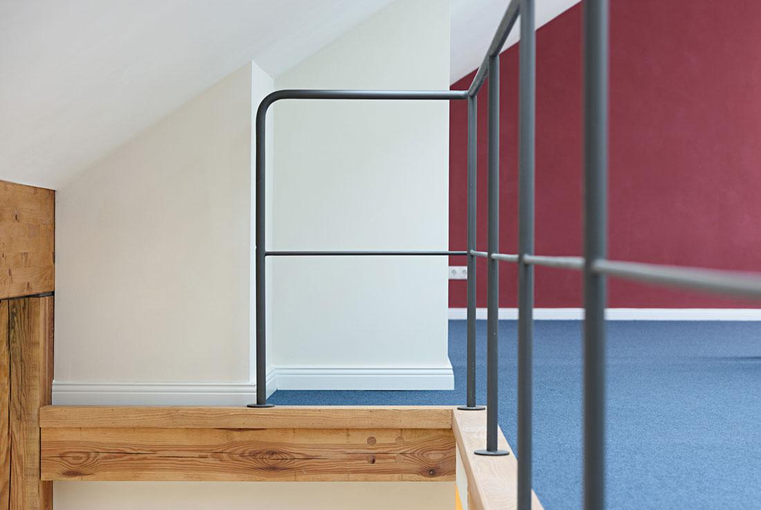 Gabriele Riesner, Architektin, Berlin-Kreuzberg, Dachgeschossausbau eines Hauses, Geländer