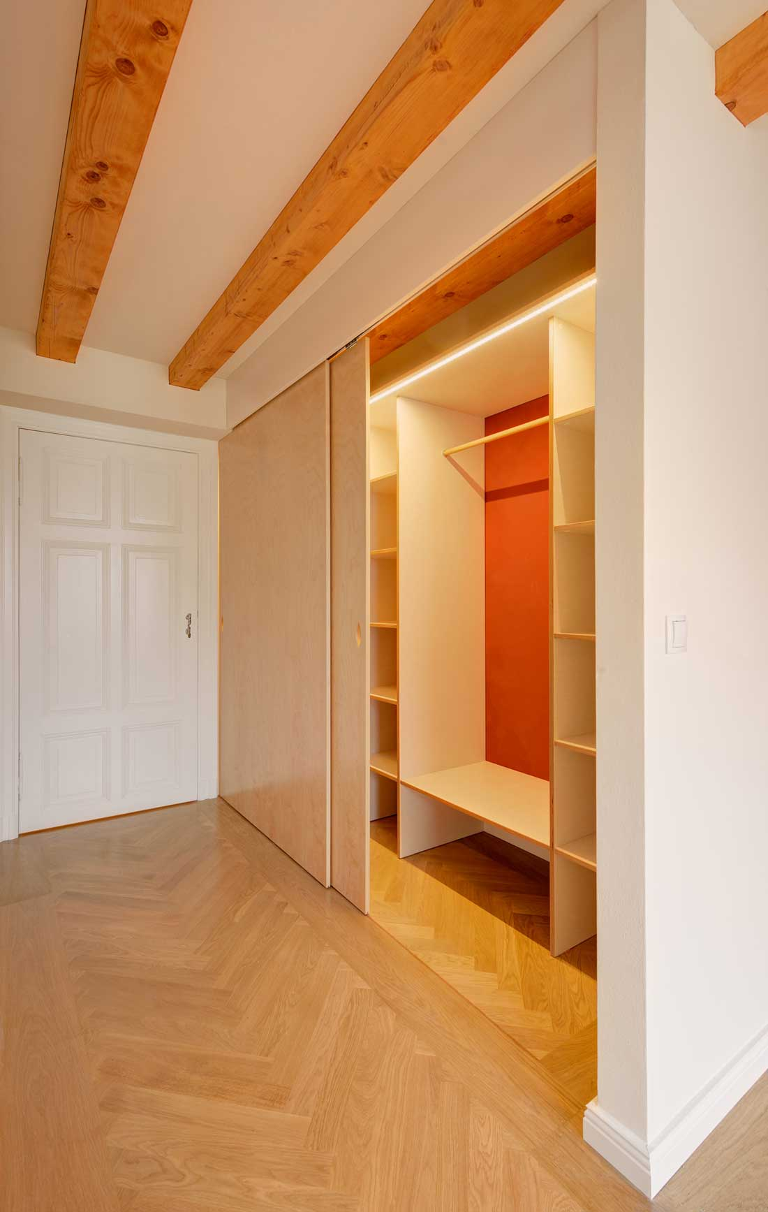 Gabriele Riesner, Architektin, Berlin-Kreuzberg, Dachgeschossausbau eines Hauses, begehbarer Kleiderschrank