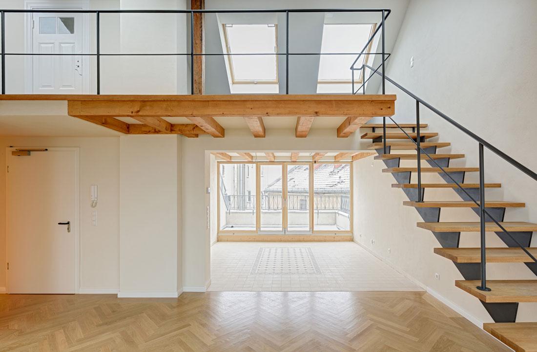Gabriele Riesner, Architektin, Berlin-Kreuzberg, Dachgeschossausbau eines Hauses, Küche und Galerie