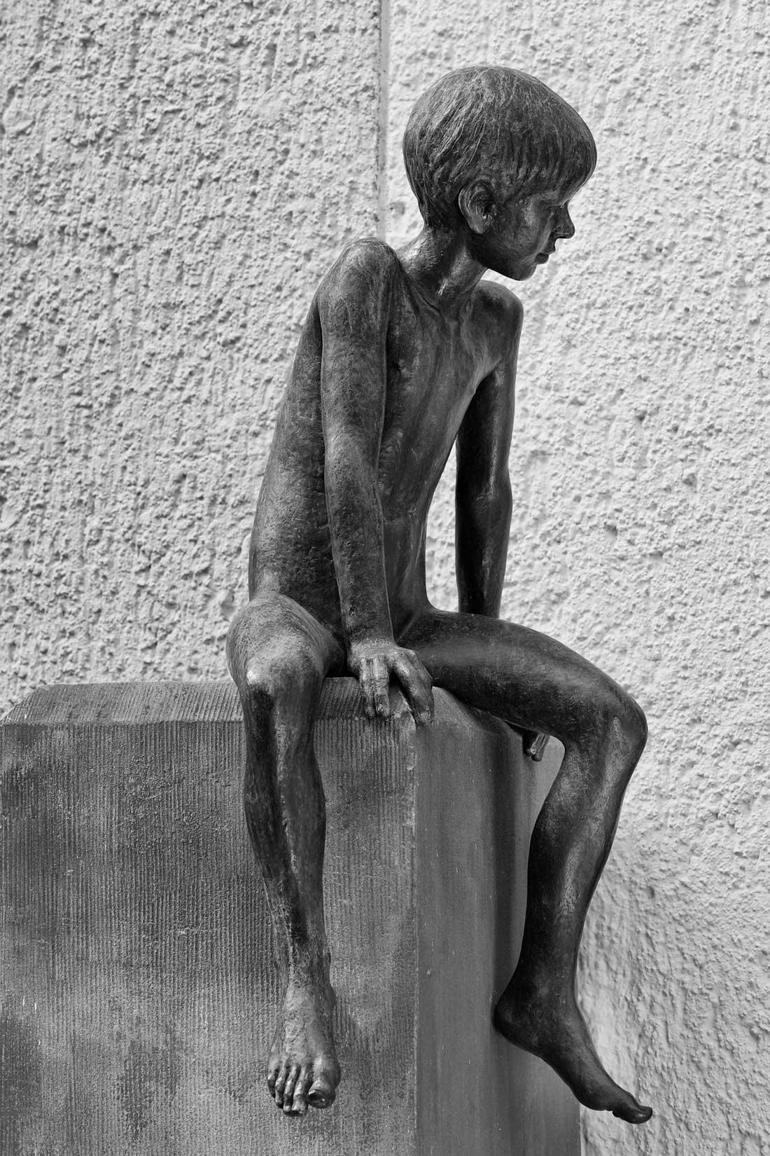 Gabriele Riesner, Architektin, Berlin-Wilmersdorf, Restaurierung/Modernisierung eines Mietshauses, Bronzefigur von dem Bildhauer Maximilian Klinge