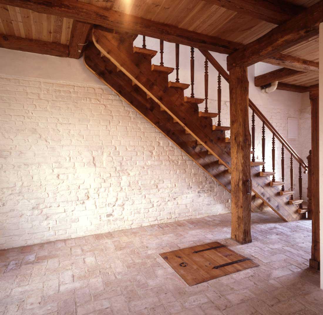 Gabriele Riesner, Architektin, Friedenfelde/Uckermark, Umbau und Erweiterung eines 150 Jahre alten Stallgebäudes, Treppe Erdgeschoss