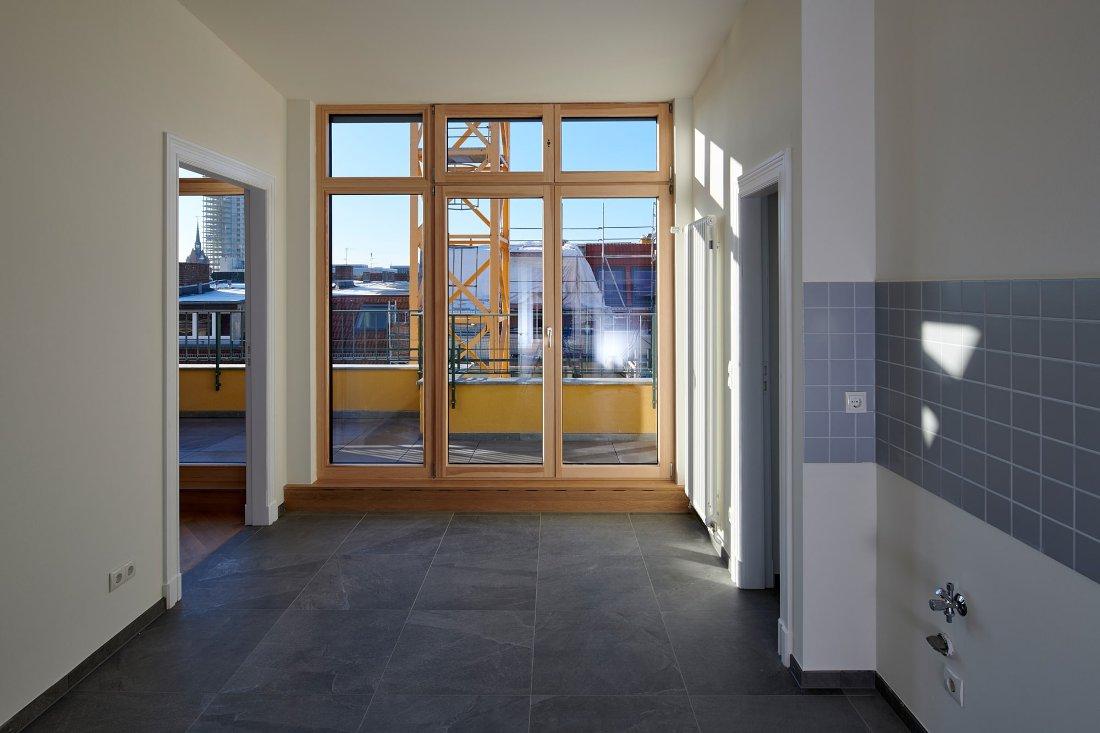 Gabriele Riesner, Architektin, Berlin, Dachgeschossausbau eines Mietshauses in Berlin-Steglitz, Küche mit Dachterrassee
