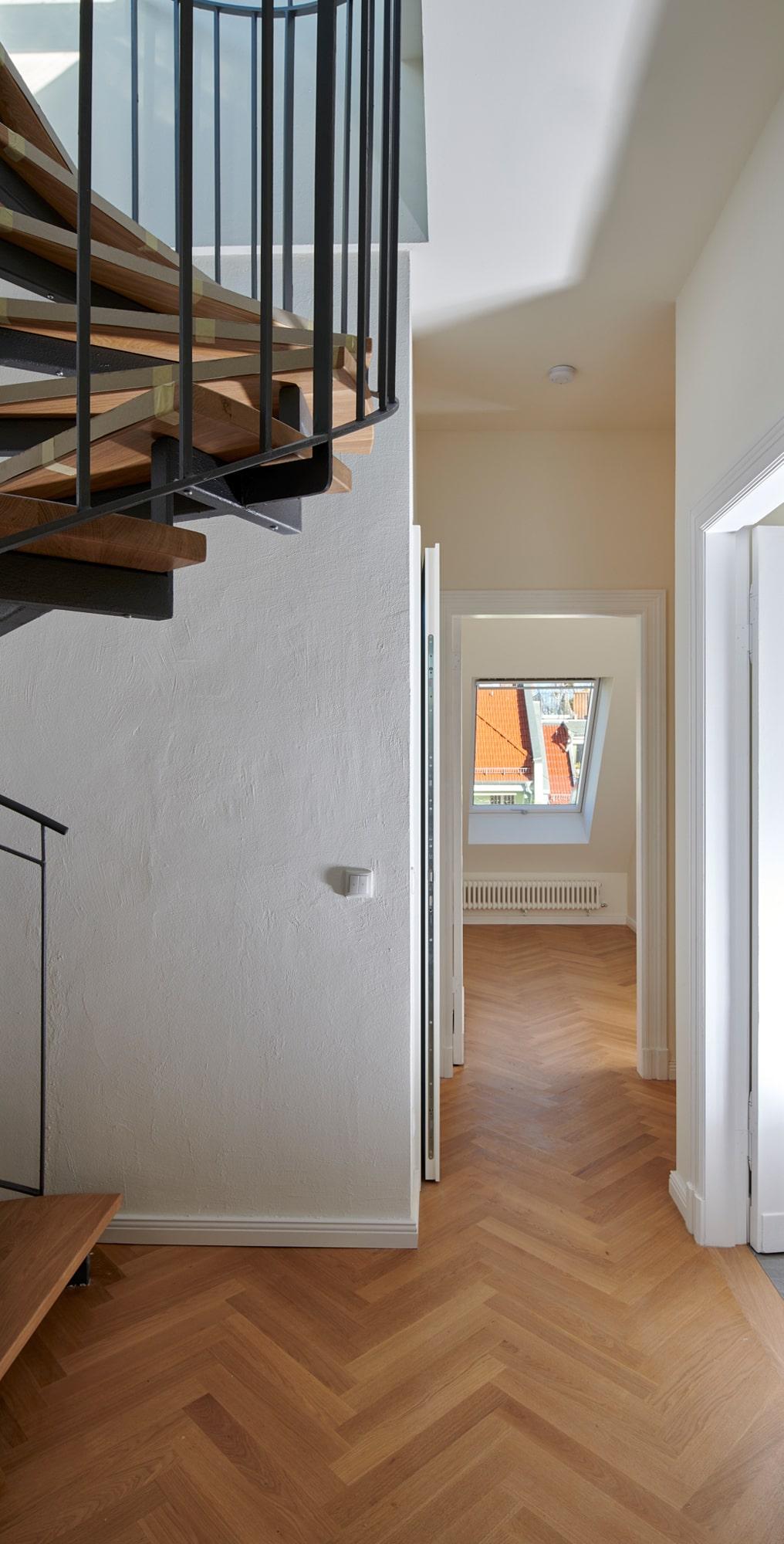 Gabriele Riesner, Architektin, Berlin, Dachgeschossausbau eines Mietshauses in Berlin-Steglitz, Flur