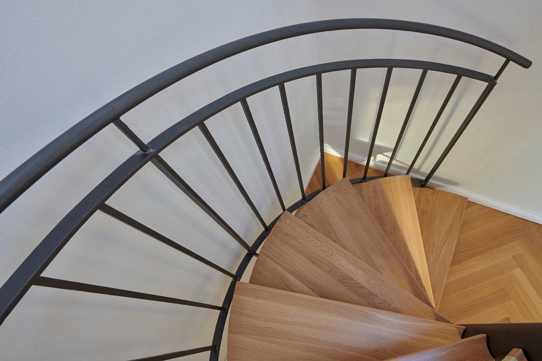 Gabriele Riesner, Architektin, Berlin, Dachgeschossausbau eines Mietshauses in Berlin-Steglitz, Detail Treppe