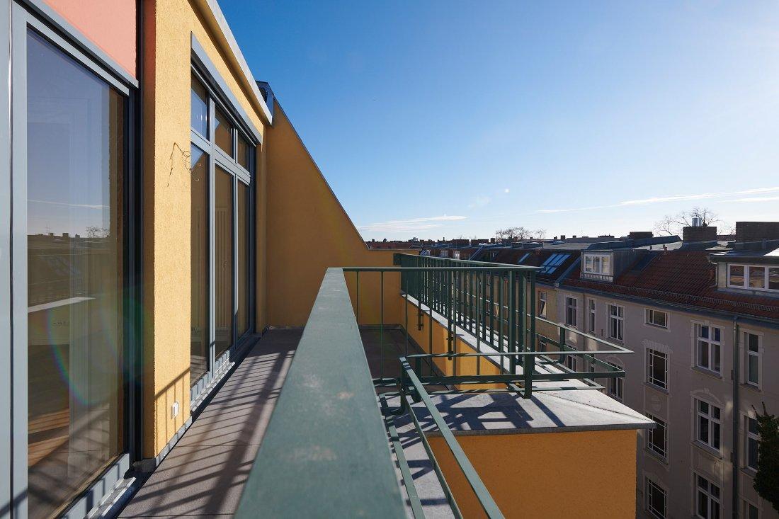 Gabriele Riesner, Architektin, Berlin, Dachgeschossausbau eines Mietshauses in Berlin-Steglitz, Dachterrasse Hof