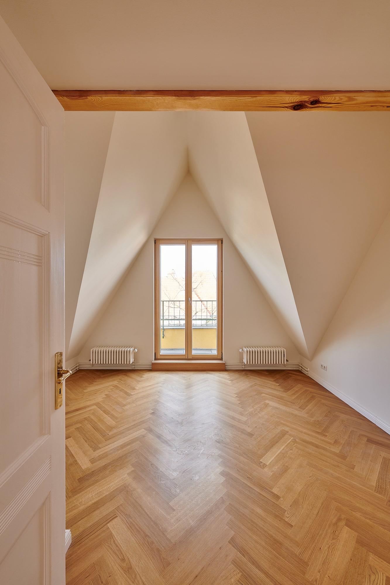 Gabriele Riesner, Architektin, Berlin, Dachgeschossausbau eines Mietshauses in Berlin-Steglitz, Frontspießzimmer 1