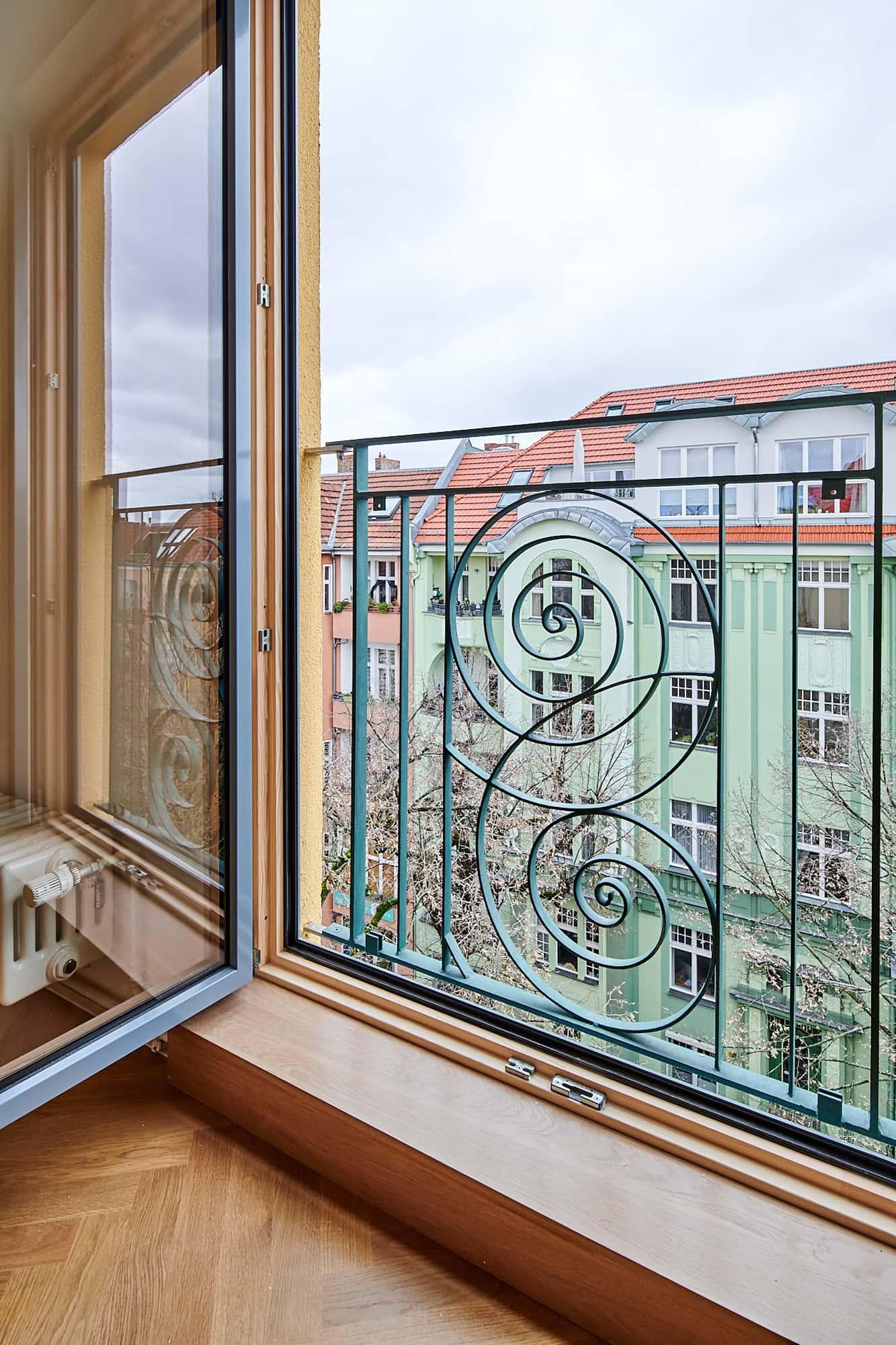 Gabriele Riesner, Architektin, Berlin, Dachgeschossausbau eines Mietshauses in Berlin-Steglitz, Detail Brüstungsgeländer