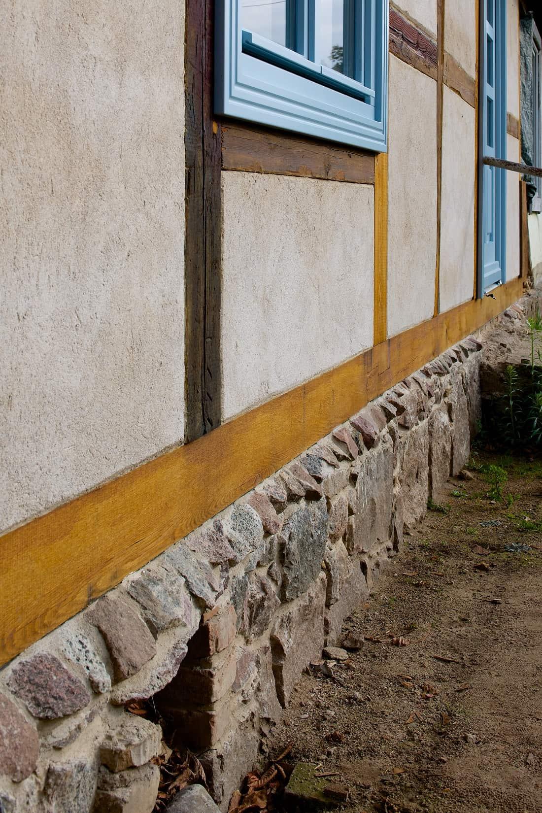 Gabriele Riesner, Architektin, Berlin, Restaurierung eines Fachwerkhauses, Friedenfelde/Uckermark, Fassadendetail Ostfassade